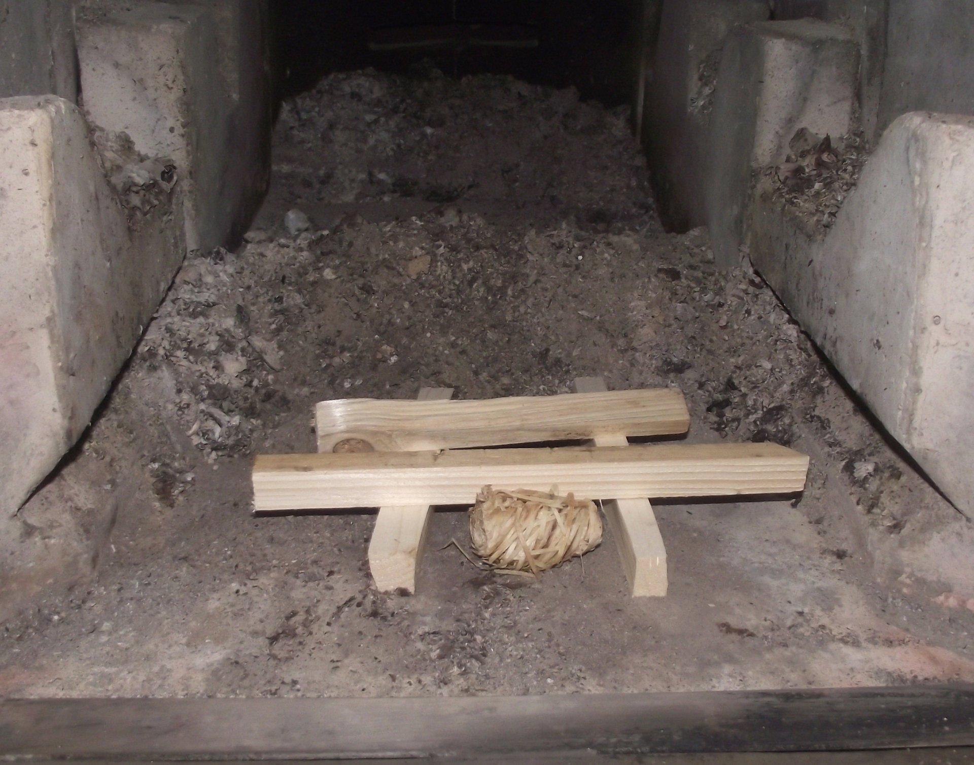 Römerofen, der Grundofen zum Heizen und Kochen